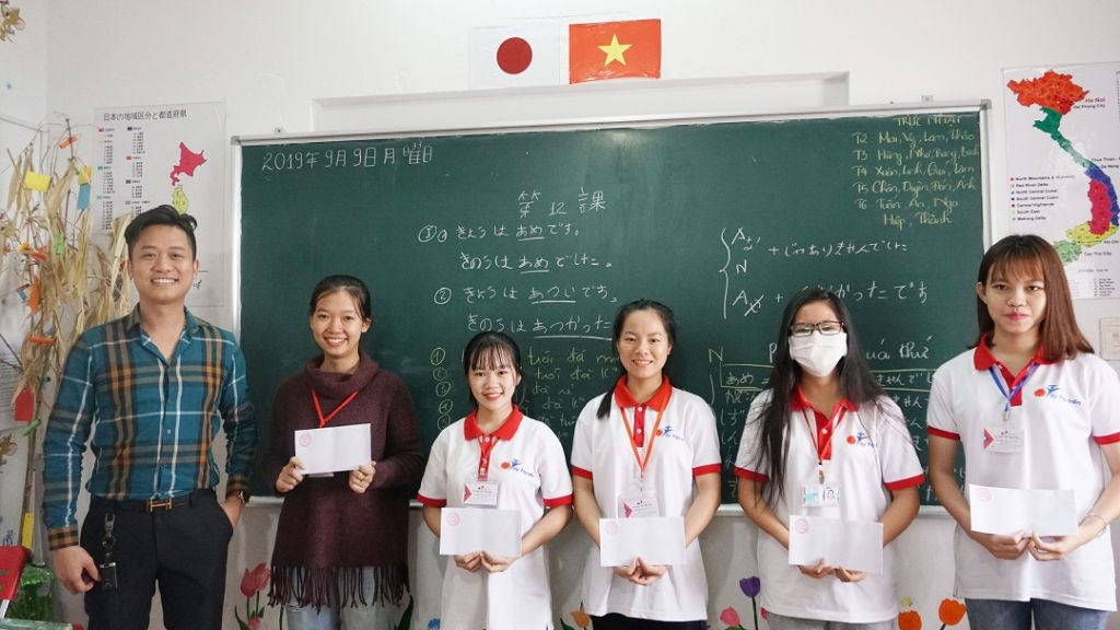 Chúc mừng các bạn đã đạt thành tích học tập tốt trong kỳ thi